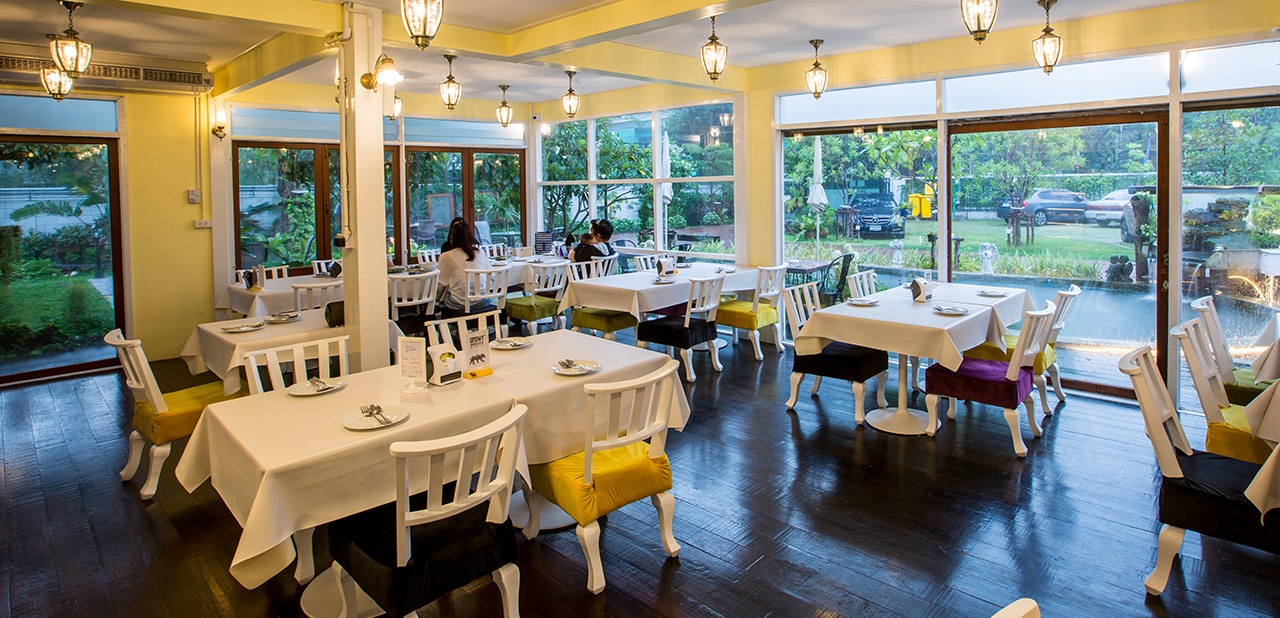 Steve Café and Cuisine is original Thai food style